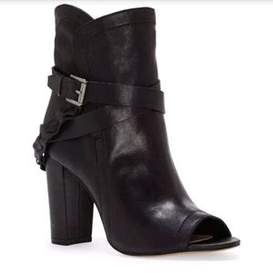 Black VINCE CAMUTO Sortina peep toe bootie sz 8